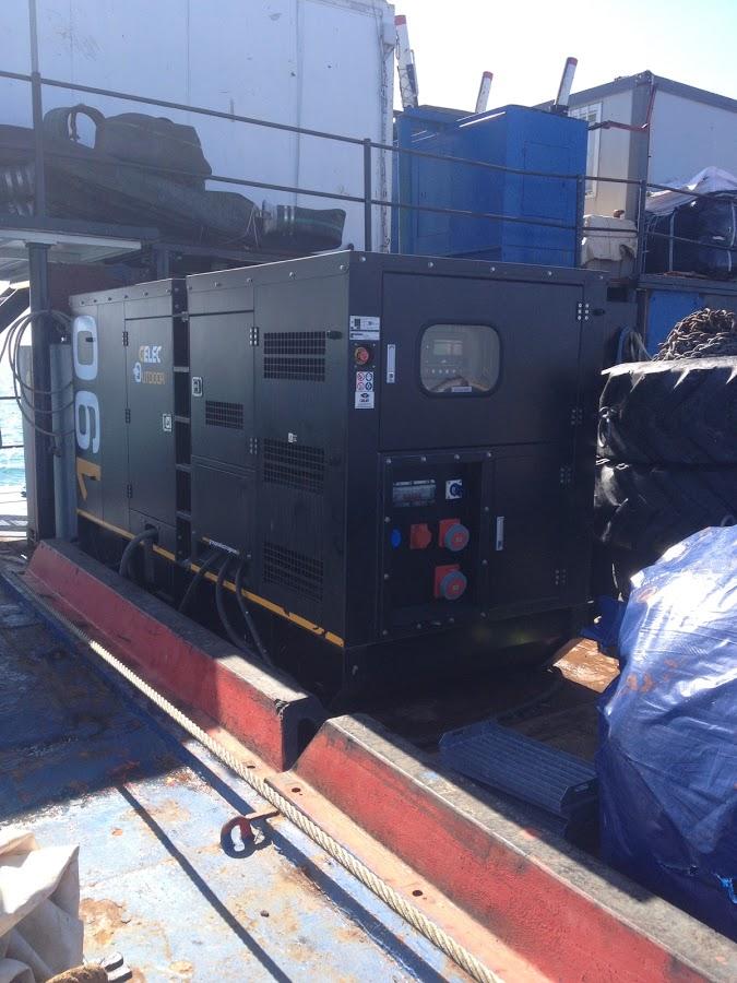 Maintenance électrique maritime sur barge - groupe électrogène sur barge