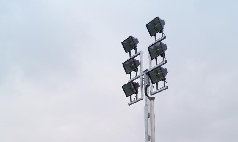 Groupe électrogène d'éclairage GELEC Energy avec mât de 9m et 6kW d'éclairage