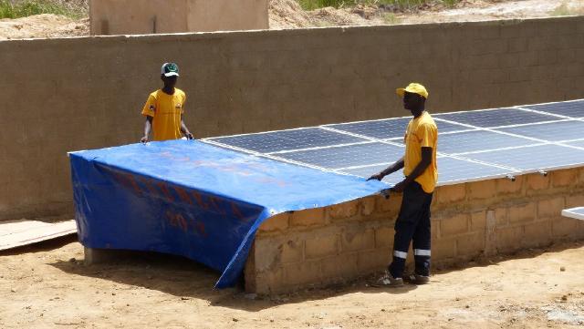 Installation hybride station pompage eau afrique - africa water pump